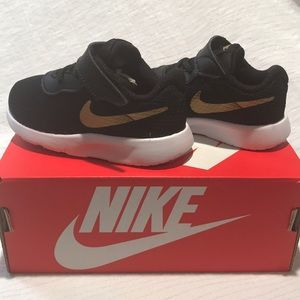 Nike Tanjun Kids 5C Black Metallic Gold 818383 016